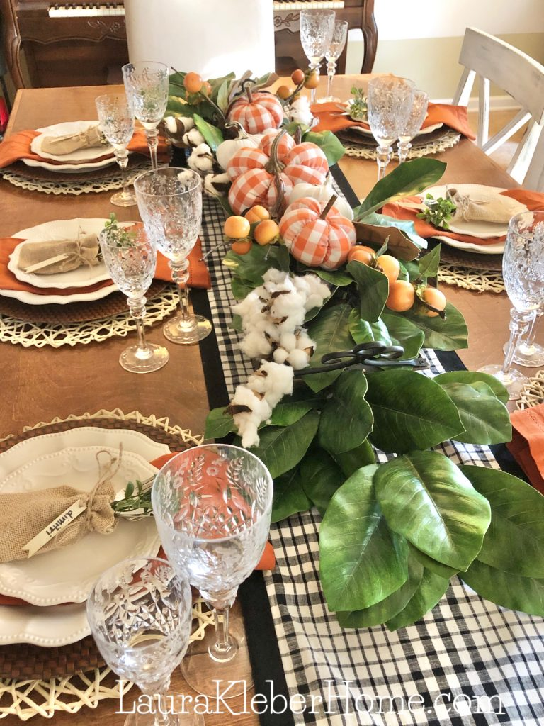 to show buffalo check patterns to decorate a dining table